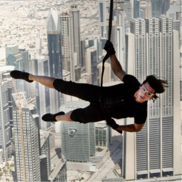 Mission-Impossible-Ghost-Protocol-cruise-hanging.jpg