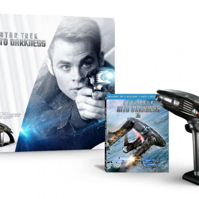 Star-Trek-Into-Darkness-Starfleet-Phaser-Limited-Edition-Gift-Set-open