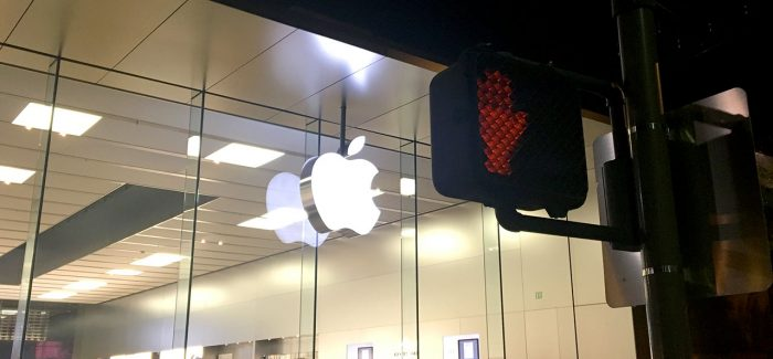 apple-store-cross-sign-1280px