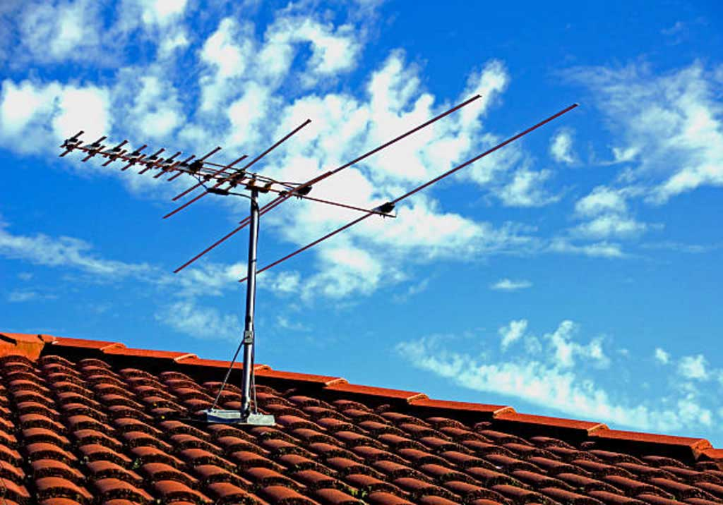 Hook up rooftop antenna