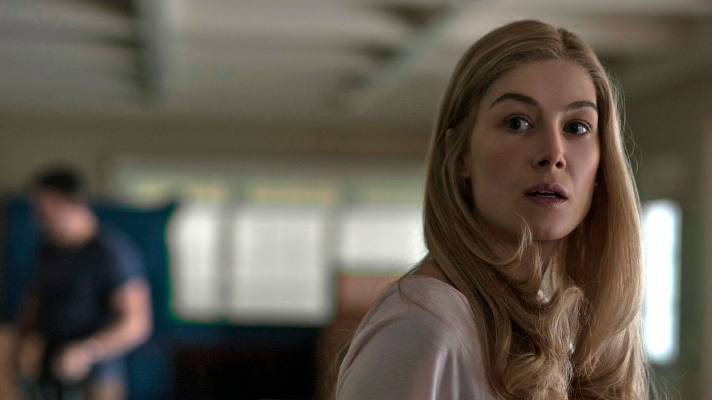 gone-girl-rosamund-pike-still-3