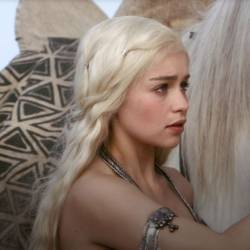 Game-of-Thrones-Emilia-Clarke-Daenerys-Targaryen.jpg