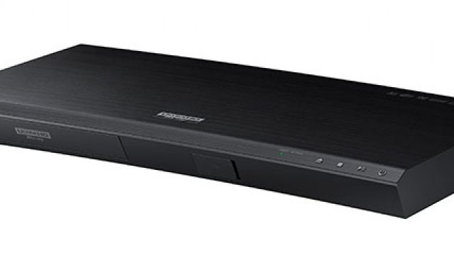Samsung-UBD-K8500-Ultra-HD-Blu-ray-Player-curved-angle-view.jpg