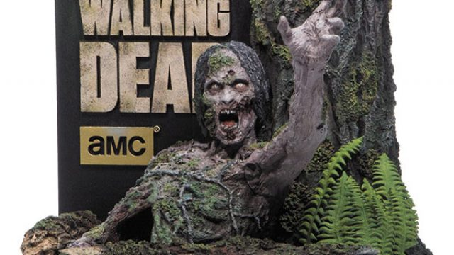 The-Walking-Dead-The-Complete-Fourth-Season-Limited-Edition-Tree-Walker-McFarlane-Toys-Blu-ray-600px.jpg