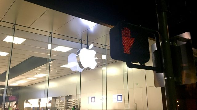 apple-store-cross-sign-1280px.jpg