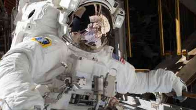 nasa-astronaught-spacewalk-suit.jpg